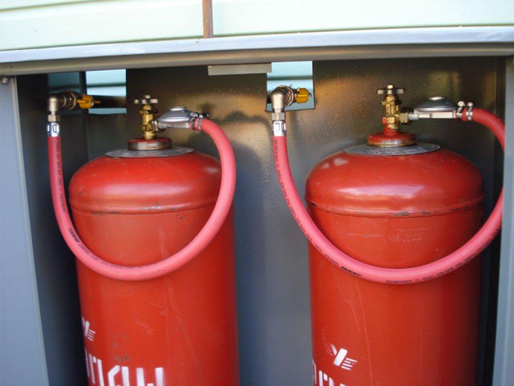 Газ в баллонах